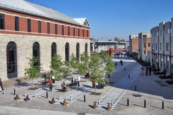 Le Square Dalhousie, une place publique à Montréal. Dalhousie Square, a Montreal public space.