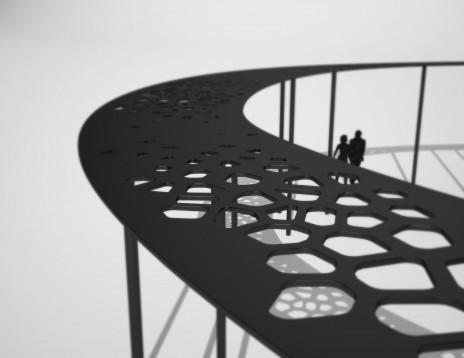 Vue agrandie des perforations résultant d'une conception paramétrique pour une pergola en acier, Terrebonne. Closeup view of the perforations in a steel plate, designed using parametric design.