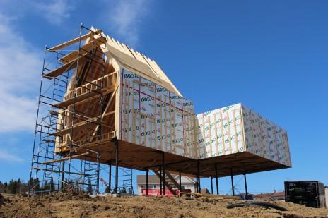Chalet SFE structure de bois sur pilotis. Wood structure on steel columns.